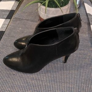 Vince Camuto Black Ankle Boots 7.5